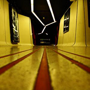 """محطة """"Drassanes""""، وأُفتتحت في برشلونة بإسبانيا عام 1968، وأعاد المهندسان المعماريان """" إدواردو فرنانديز"""" و""""غوتييريز وجوردي"""" تصم"""