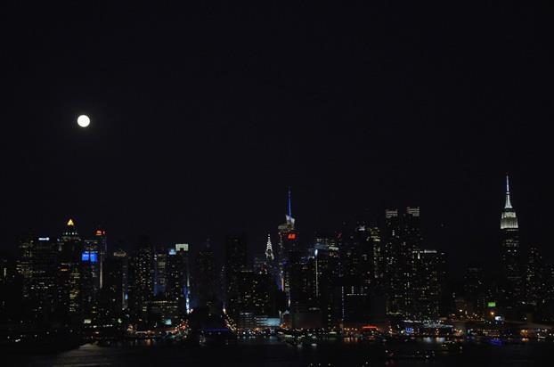 """سماء مدينة """"ويهاوكن"""" في ولاية """"نيوجيرسي"""" الأمريكية."""