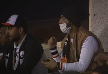 موقف انساني من لاعب الشباب السعودي لمشجع مريض بالسرطان