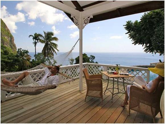 """وكان المركز الثالث من نصيب مدينة """"سوفرير"""" في """"سانت لوسيا"""" شرق البحر الكاريبي، حيث يبلغ سعر الغرف في فنادقها يصل إلى 475 دولارّ"""