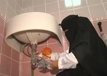 بالفيديو.. فتيات سعوديات يمارسن أعمال السباكة والكهرباء