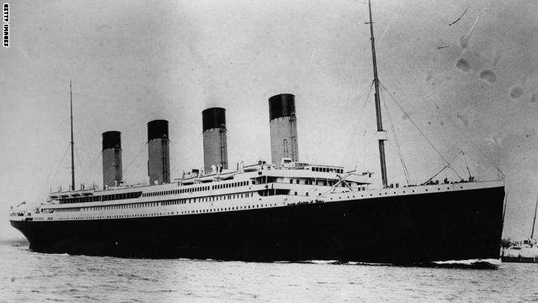 غرقت التايتانيك في رحلتها الأولى في أبريل/نيسان من العام 1912، بعد اصطدامها بجبل جليدي في المحيط الأطلسي