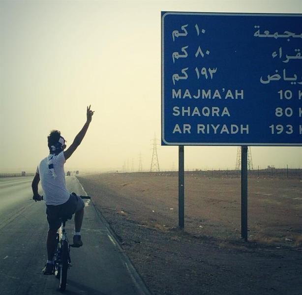 05a27a3e 7399 4f4f a27f 79a4aeac636e - مشجع هلالي يسافر من القصيم إلى الرياض على دراجته لحضور لقاء الهلال والعين الإماراتي