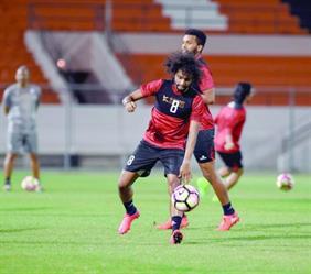 راتب يحفز لاعبي الشباب قبل النصر