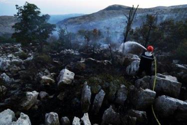 توقيف رجل اطفاء بتهمة اضرام 40 حريقا في جنوب فرنسا