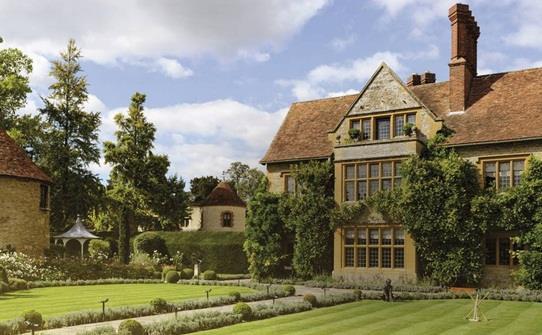 """مطعم """" Le Manoir aux Quat'Saisons"""" على نفس اسم الفندق الموجود به في مقاطعة """" اوكسفوردشير"""" في بريطانيا"""