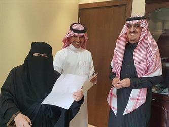 مسنة تفاجئ مدير تعليم الرياض بطلب غير متوقع.. ويرد بالاستجابة لها