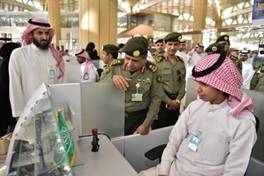 """تدشين 15 """"كاونتر"""" جوازات ضمن تطوير صالة المغادرة بمطار الملك خالد"""
