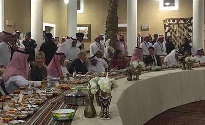 """فيديو وصور لمأدبة عشاء خادم الحرمين التي أقامها لـ """"ترامب"""" وعائلته في قصر المربع"""