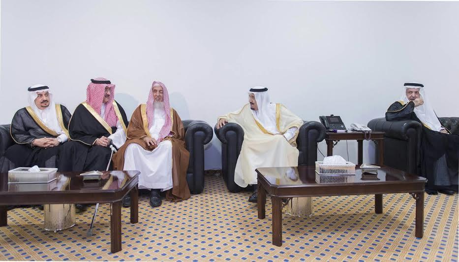 الملك سلمان يشرف حفل زفاف مستشاره