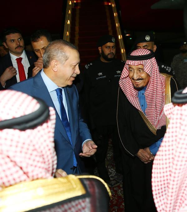 الرئيس التركي يصل إلى الرياض.. وخادم الحرمين في مقدمة مستقبليه