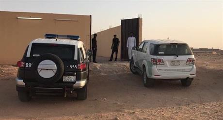 """""""التجارة"""" تداهم استراحة برفحاء وتصادر أكثر من 6800 شاحن وبطاريات غير صالحة للاستخدام (صور)"""