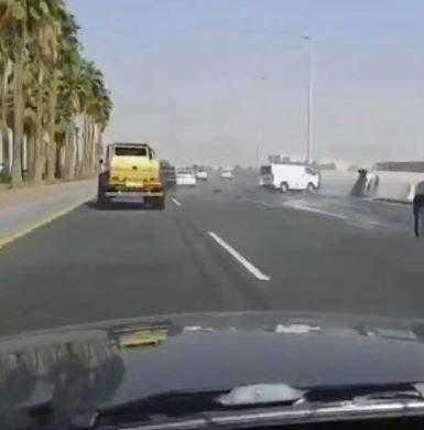 مقطع ثالث وثق حادثاً مروعاً على أحد الطرق السريعة بالمملكة،