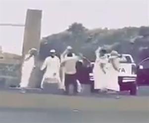 جامعة الملك خالد توضح حقيقة فيديو اعتداء طلاب بالعصي على دكتور