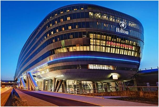 """فندق """"هيلتون"""" في مطار فرانكفورت."""