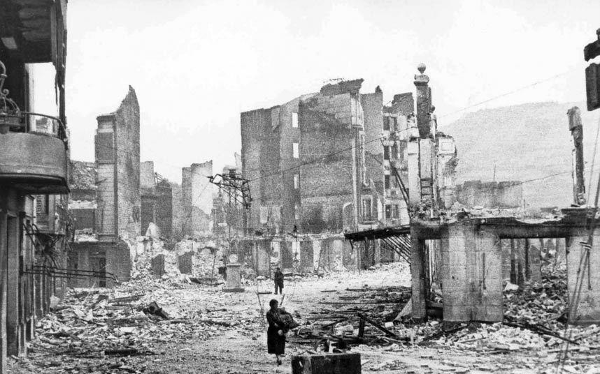 """4-جورنيكا ــ اسبانيا:   تعرضت مدينة """"جورنيكا"""" الواقعة في إقليم """"الباسك"""" الاسباني لقصف جوي عنيف في ابريل/نيسان عام 1937 من قبل"""