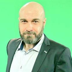 المخرج اللبناني فادي داغر يشهر إسلامه بمكتب الدعوة بسلطانة - فيديو