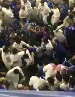 """""""المريسل"""" ينشر فيديو من اشتباكات الجماهير في """"ديربي الرياض"""" ويوجه نقداً حاداً لإدارة النصر"""