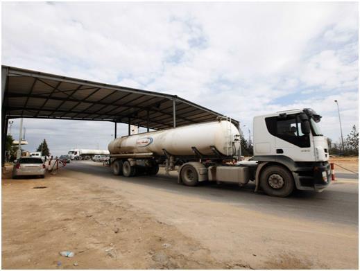 يعتمد اقتصاد ليبيا على الطاقة بشكل كبير، لكن مبيعات الغاز والنفط انخفضت كثيرًا عام 2014، عقب الاحتجاجات التي أدت إلى تعطيل موا