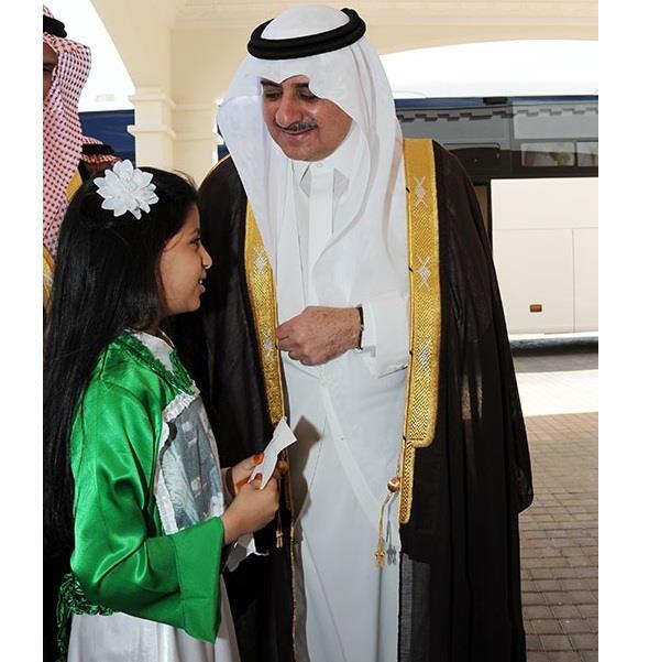 سيارة ومبلغا ماليا كبيرا هدية للطفلة غالية فيصل الرشيدي من أمير تبوك بسبب قصيدة زوايا شبابية L يرتبط بشبكة زوايا الإخبارية