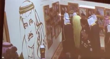 """بالفيديو.. في ليلة الوفاء لأخيه.. خادم الحرمين يرعى حفل افتتاح معرض """"نايف القيم"""" بجدة"""