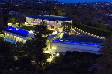 صور من داخل قصر في لوس أنجلوس معروض للبيع بـ 150 مليون دولار