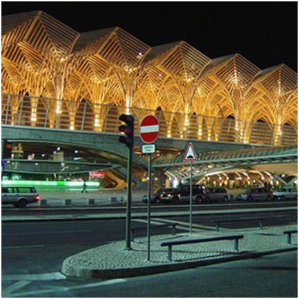 """محطة """"Gare do Oriente"""" في العاصمة البرتغالية – لشبونة،  وهي واحدة من أكبر المحطات في العالم، وتعد مركزًا للنقل في لشبونة، حيث"""