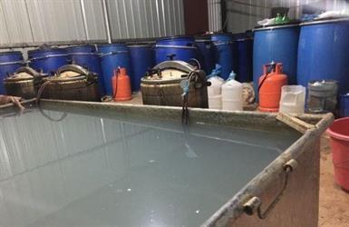 دوريات أمن الخرج تضبط اكبر مصنع عرق باليمامة