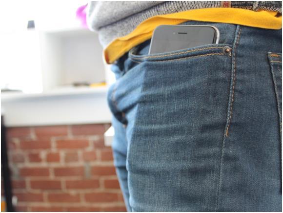 """من ثًم يعتبر جوال """"ايفون 6 بلس"""" أثقل  إصدارات """"ايفون"""" وزنا (172 جرام) والأعلى ثمنا."""