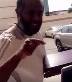 بالفيديو.. يوسف خميس مازحا: جايينكم يا الطاقية هالسنة وفايزين عليكم