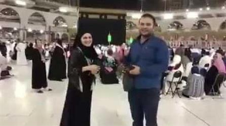 مقطع لشاب يخطب فتاة في المسجد الحرام يثر جدالا واسعًا
