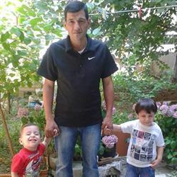 والد الطفل السوري الغريق يروي تفاصيل مأساة غرق ابنيه وزوجته أمام عينيه