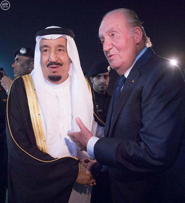 خادم الحرمين يستقبل ملك اسبانيا السابق