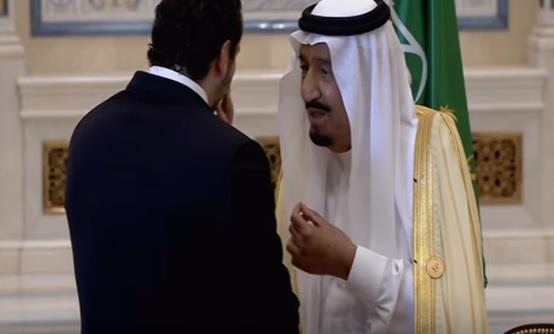 بالفيديو.. خادم الحرمين يمازح رئيس الوزراء اللبناني سعد الحريري بسؤاله عن ذقنه