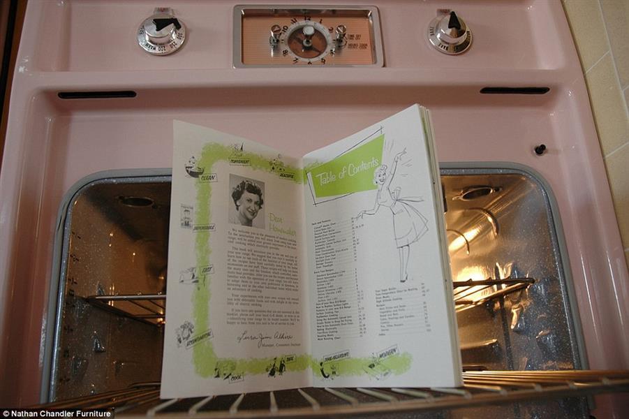 بعض بقايا ذلك العصر.. حصل  المشتري على بعض كتب الطبخ