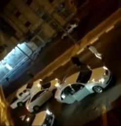 بالفيديو.. مشاجرة وإطلاق نار في شارع رئيسي بتبوك