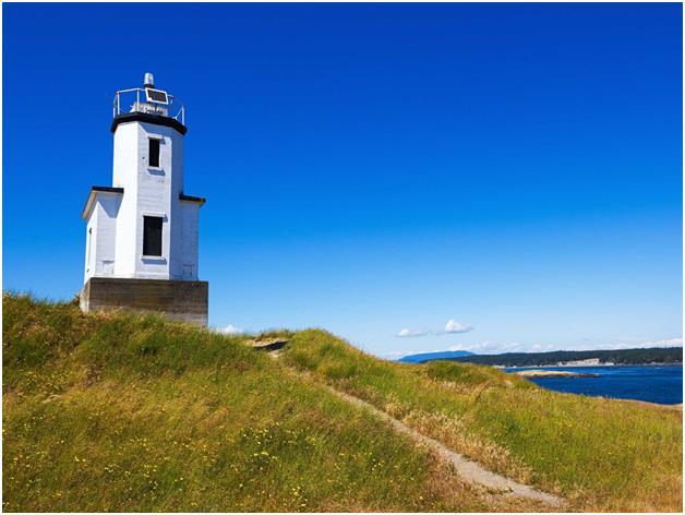 """جزر """"سان خوان"""" قبالة سواحل ولاية واشنطن، وهي وجهة مثالية لمشاهدة الحيتان وممارسة رياضة التجديف."""