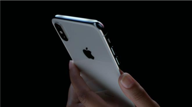 """تعرف على جهاز """"آبل"""" الثوري الجديد """"آيفون إكس"""".. سعره وتاريخ توفره ومواصفاته (فيديو وصور)"""