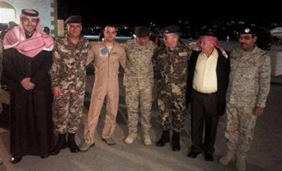 بالصور.. سفارة المملكة بالأردن تشارك في استقبال قائد الطائرة التي سقطت في نجران