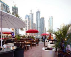 سكان دبي مارينا يحتجون ضد مدخني الشيشة