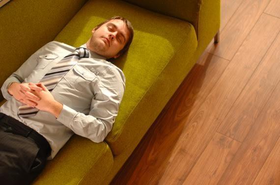 قيلولة قصيرة ينصح بأخذ قيلولة قصيرة يومياً لا تتجاوز 30 دقيقة كحد أقصى، ويجب ألا تكون في وقت قريب من وقت نومك.