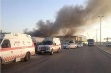 إصابة ٤ أفراد من «المدني» في حريق مستودع بالدمام
