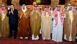 بالصور..وزير الحرس الوطني وأمير الرياض يؤديان صلاة الميت على الفقيدة بدرية التويجري