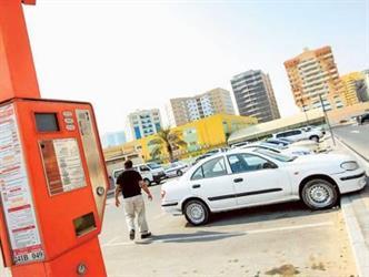 دبي: سجن سائق هندي وتغريمه 150 ألف درهم لتزويره تذاكر مواقف السيارات