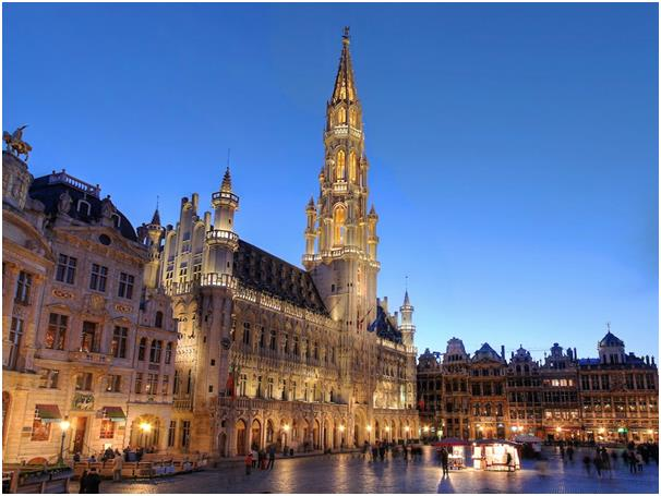 كان المركز العاشر من نصيب بروكسل عاصمة بلجيكا، بعدد ساعات عمل تبلغ 30,02 ساعة أسبوعيا، و1,717 سنويا، ويحصلون على 18 يوم عطلة،