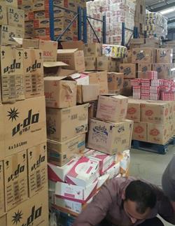 """بالصور..""""التجارة"""" تصادر 227 ألف سلعة استهلاكية منتهية الصلاحية بجدة"""