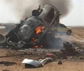 بالفيديو والصور.. حادث مروع يؤدي لاشتعال النار في مركبتين ومصرع 12 شخصا بينهم عائلة بطريق الرين