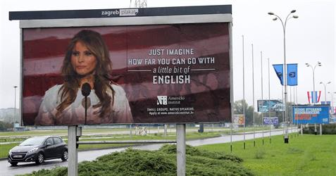 """شاهد.. معهد لغات يسخر من """"لكنة"""" ميلانيا ترامب.. ويستخدم صورتها في دعاية لبرامجه"""