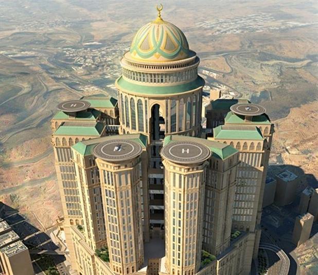 """5- فندق """"أبراج كدي"""" – مكة المكرمة، السعودية   - اكتظت المنطقة المجاورة للكعبة المشرفة بالرافعات مع توسعة المسجد الحرام لاستيعا"""