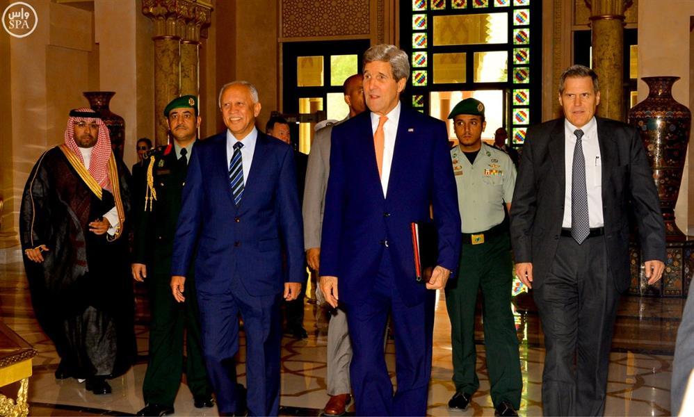جون كيري يجتمع مع الرئيس اليمني